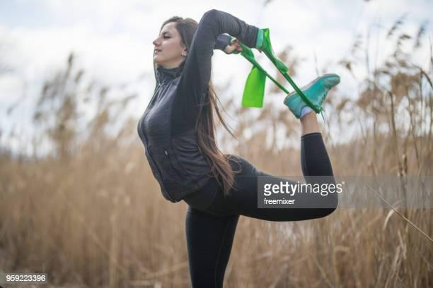 starke ende flexibel - gummihose stock-fotos und bilder