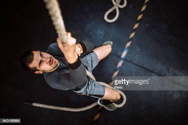 強者クライミング ロープ - のぼり ストックフォトと画像