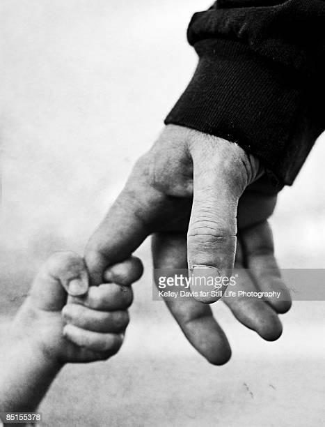 strong. - main noir et blanc photos et images de collection