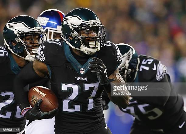 Strong safety Malcolm Jenkins of the Philadelphia Eagles intercepts a ball intended for tight end Will Tye of the New York Giants and returns it 34...
