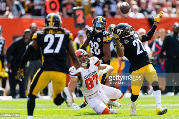 Strong safety Robert Golden of the Pittsburgh Steelers nearly makes a interception on a pass intended for tight end Seth DeValve of the Cleveland...