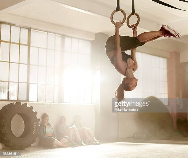 strong woman in gym using gymnastics rings. - frauen ringen stock-fotos und bilder