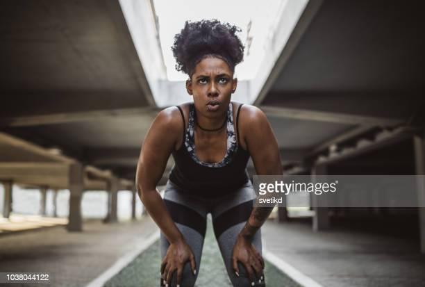 力強い女性 - 陸上選手 ストックフォトと画像
