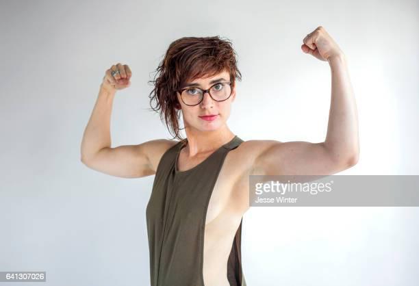 strongsmartfemale - spieren spannen stockfoto's en -beelden