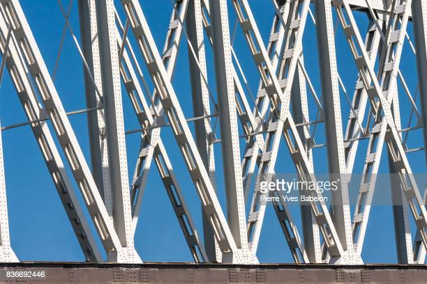 Structure bridge