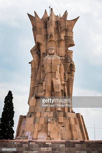 structure with statues of human likeness - dolores hidalgo stock pictures, royalty-free photos & images