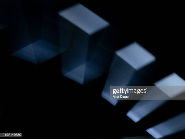 structures in the form of semi-transparent blocks in motion forming a chain. black background - 電子 ストックフォトと画像