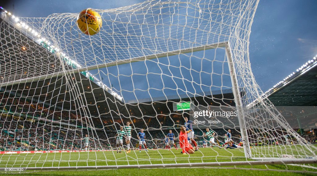 Stuart Armstrong of Celtic scores Celtic's 4th goal during the UEFA Champions League Qualifying Second Round,Second Leg match between Celtic and Linfield at Celtic Park Stadium on July 19, 2017 in Glasgow, Scotland.