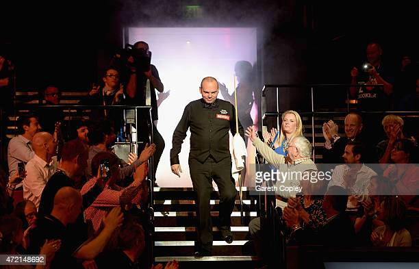 Stuart Bingham enters the arena ahead of the final of the 2015 Betfred World Snooker Championship at Crucible Theatre on May 4 2015 in Sheffield...