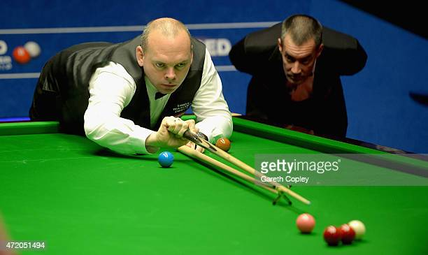 Stuart Bingham plays a shot against Shaun Murphy during the final of the 2015 Betfred World Snooker Championship at Crucible Theatre on May 3 2015 in...