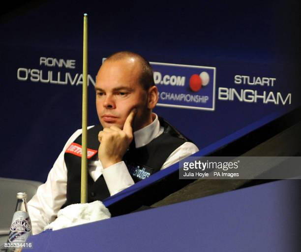 Stuart Bingham watches Ronnie O'Sullivan in action during the Betfredcom World Snooker Championship at The Crucible Theatre Sheffield