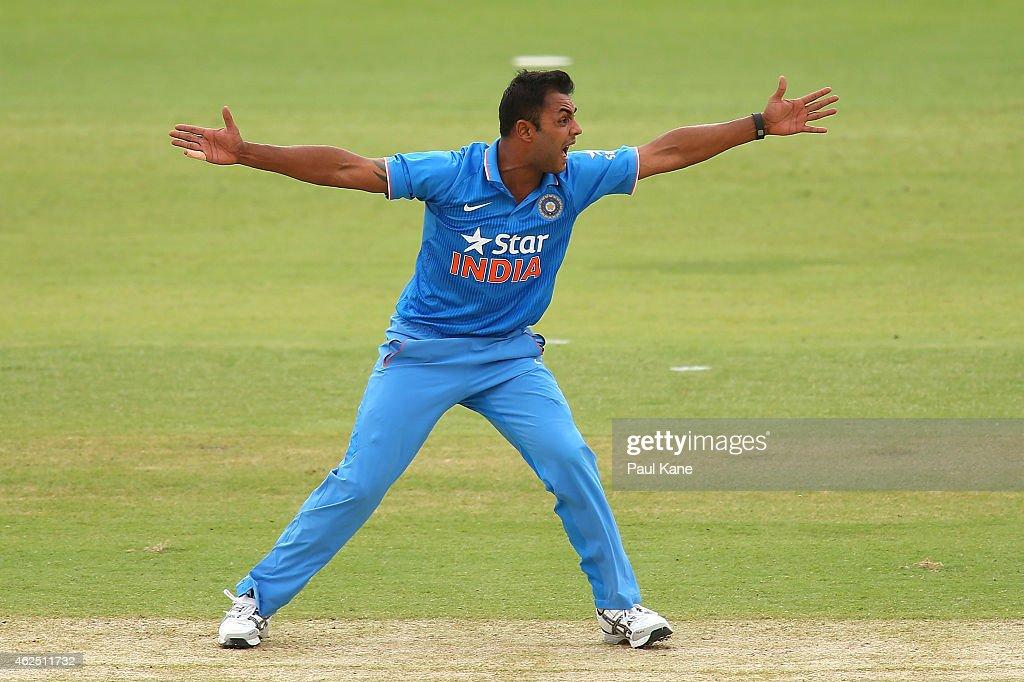 England v India: Carlton Mid ODI Tri Series - Game 6 : News Photo