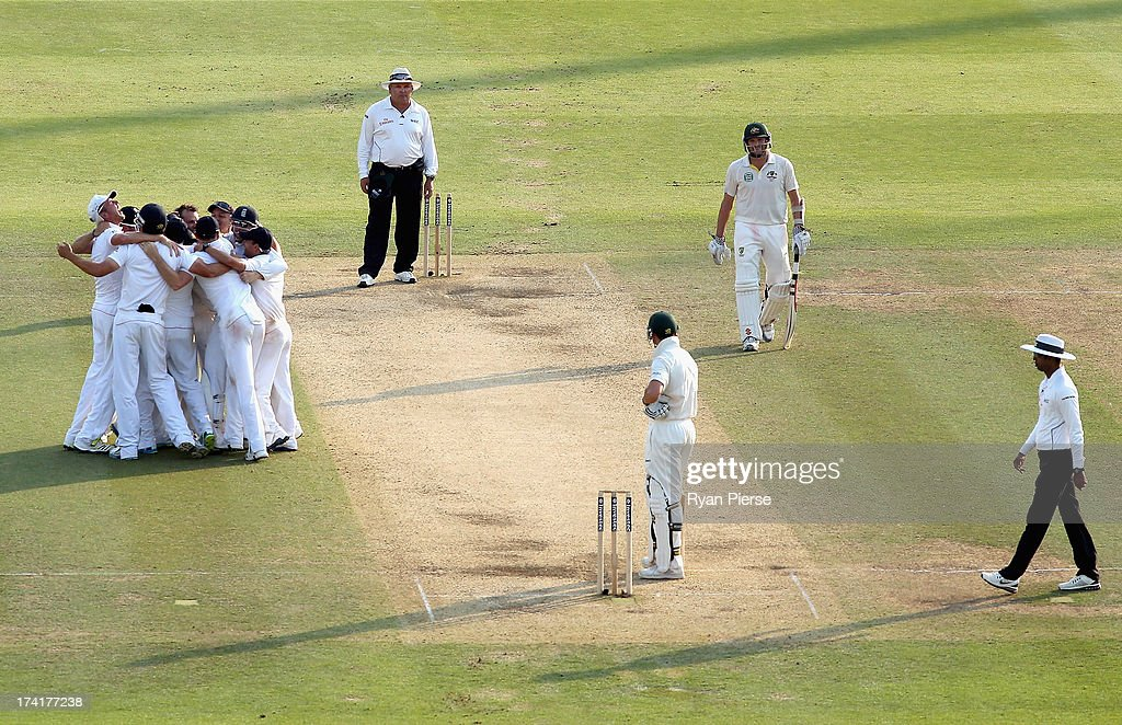 Stuart Broad of England celebrates with his teammates after Graeme Swann of England took the final wicket to claim victory during day four of the 2nd Investec Ashes Test match between England and Australia at Lord's Cricket Ground on July 21, 2013 in London, England.