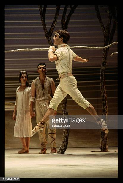 stuart cassidy in the royal ballet production of ravel's daphnis and chloe - robbie jack stock-fotos und bilder