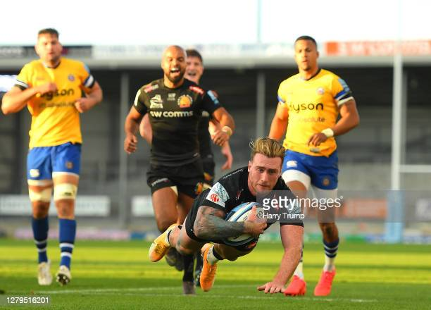 Stuart Hogg of Exeter Chiefs scores a try during the Gallagher Premiership Rugby first semi-final match between Exeter Chiefs and Bath Rugby at Sandy...