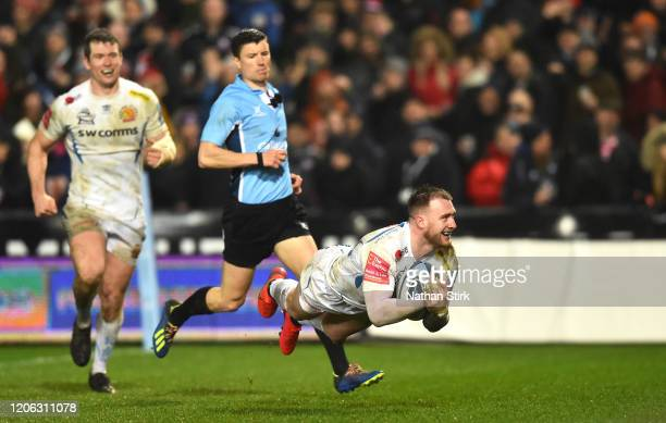 Stuart Hogg of Exeter scores a try during the Gallagher Premiership Rugby match between Gloucester Rugby and Exeter Chiefs at on February 14 2020 in...
