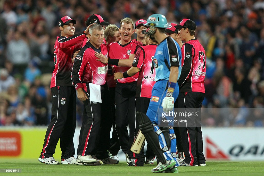 Big Bash League - Strikers v Sixers