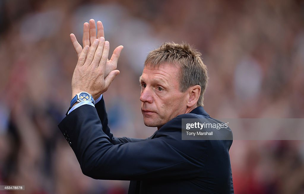 Stuart Pearce, Manager of Nottingham Forest applauds the fansl during the Sky Bet Championship match between Nottingham Forest and Blackpool at City Ground on August 9, 2014 in Nottingham, England.