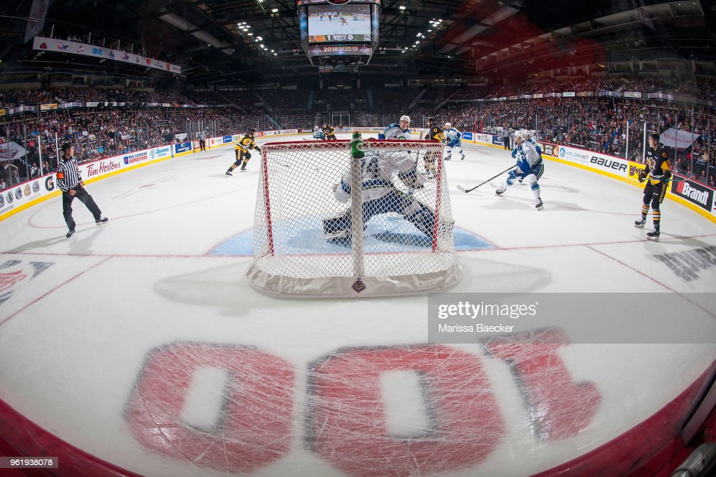 Stuart Skinner #74 of Swift Current Broncos defends the net against the Hamilton Bulldogs during game four of the MasterCard Memorial Cup at Brandt Centre - Evraz Place on May 21, 2018 in Regina, Canada.