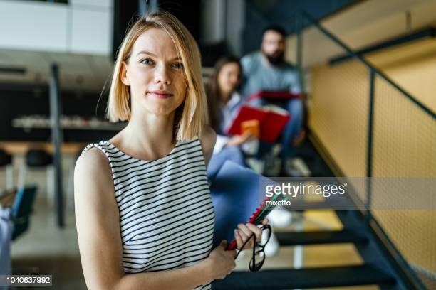 student an der universität - student stock-fotos und bilder