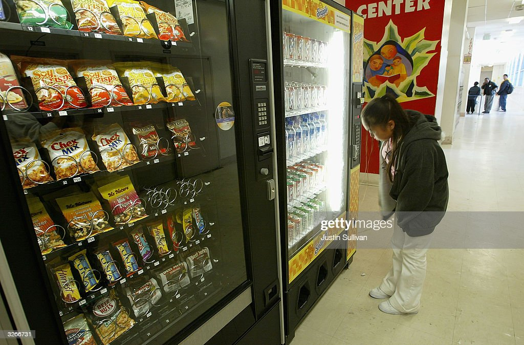 Health Food Vending Machines Are Placed In San Francisco Schools : ニュース写真