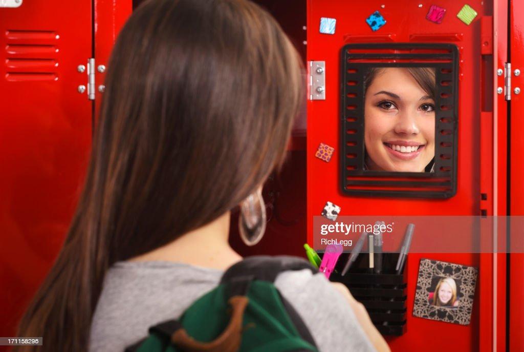 Estudante de um armário : Foto de stock