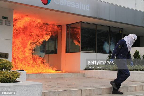Student demonstration turns into riot at the Pedagogical University in Bogota A protest for the death of two indigenous student of Pedagogical...
