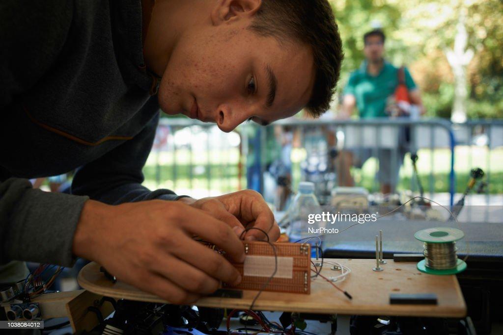 Robots Race In Toulouse, France : Photo d'actualité