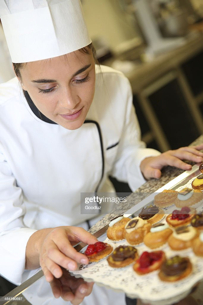 Student in pastry school doing pastries : Stock Photo