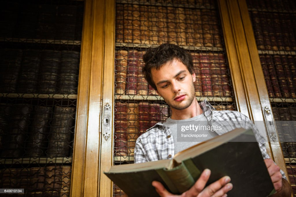 Student in the library studying : Stock Photo