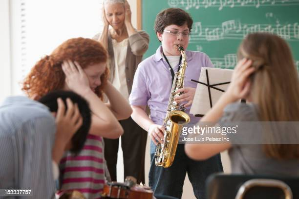 student playing saxophone badly - bad student stock pictures, royalty-free photos & images