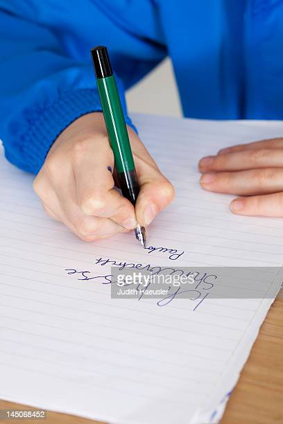 Teilnehmer üben Handschrift in class