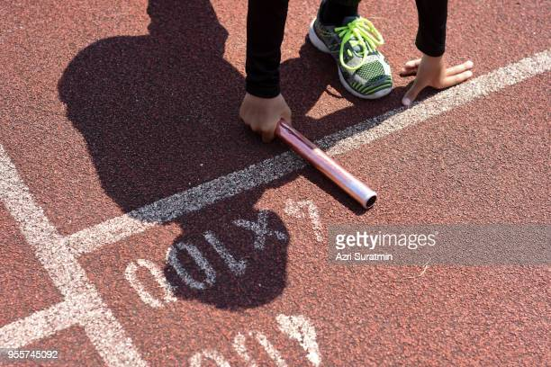 student prepare to leaving the starting for relay race at school sports day. school sports day concept. - atletiek stockfoto's en -beelden
