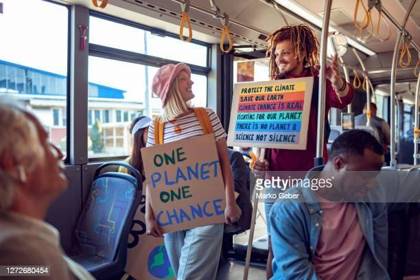 student protesters commuting on a bus - demonstrant stockfoto's en -beelden