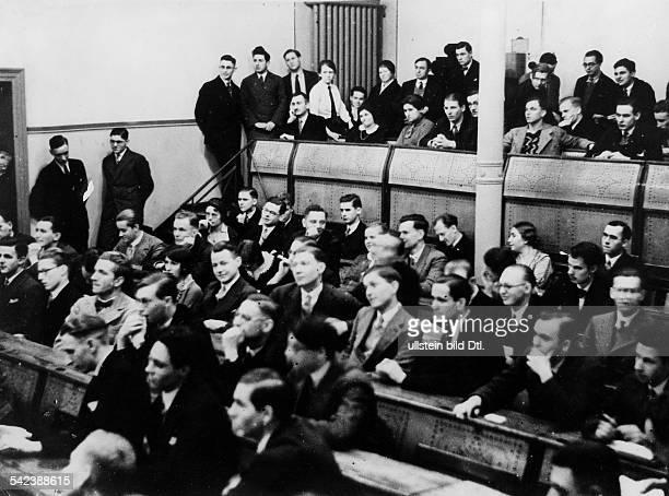 Studenten einer Rednerschule im Hörsaal der Berliner Humboldt UniversitätAufmerksame Zuhörer im Auditoriumerschienen in BIZ 8/31Aufnahme Dr Erich...