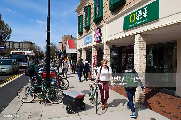 通りの eugene 、オレゴンにオレゴン州大学 - ユージーン ストックフォトと画像