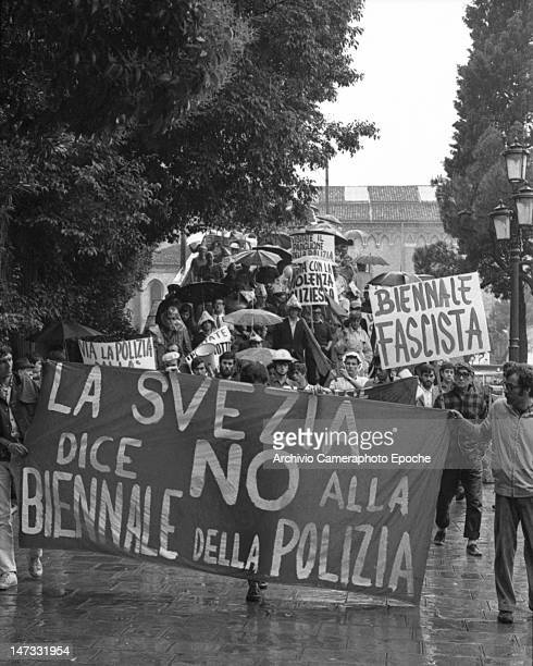 Students and workers holding banners saying 'Swedish pavillion says no to the fascist Biennale and crossing the Accademia bridge Venice 1968