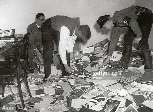 Students are collecting books for the book burning on Berlin's Opernplatz On May 10th 1933 undeutsches Schrifttum was being burned in many German...