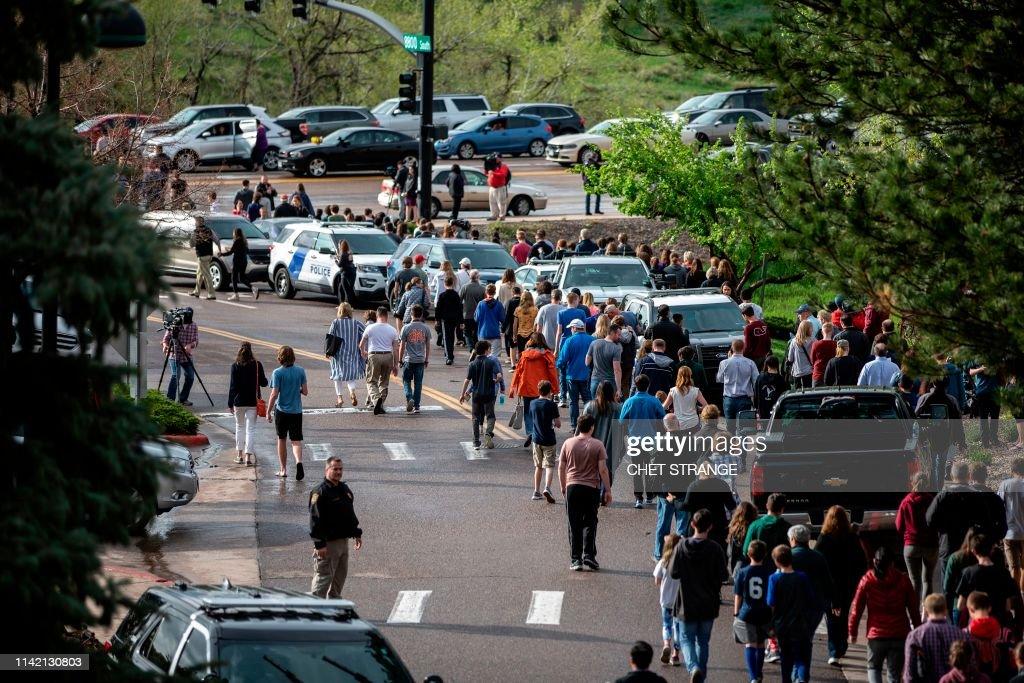 TOPSHOT-US-SCHOOL-SHOOTING-COLORADO : News Photo