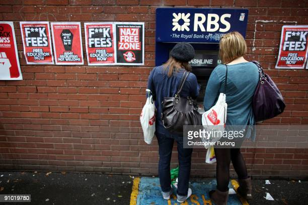 Students arriving for Manchester University's freshers week queue up at a cash machine to draw money on September 22 2009 in Manchester England As...