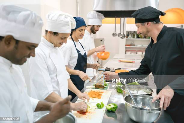 students at a culinary institute learning how to cook and chef teaching them - food and drink stock pictures, royalty-free photos & images