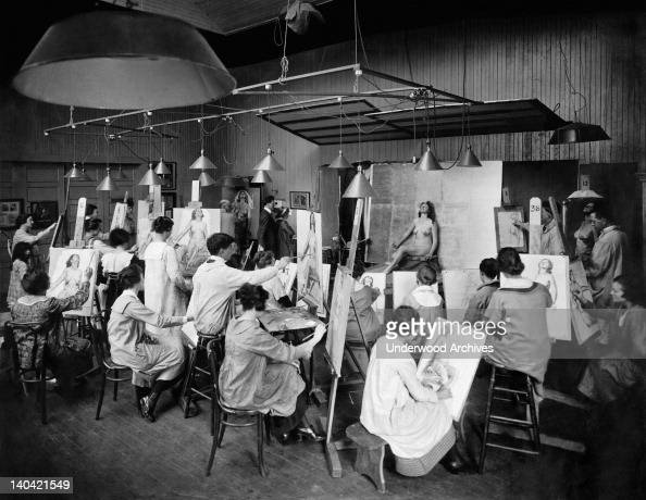 Students At An Art School Drawing Life Studies From A Nude Model, San News Photo -8813