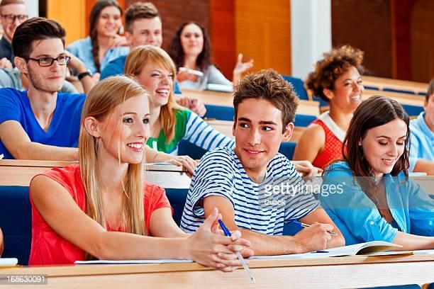 studenten im unterricht - izusek stock-fotos und bilder