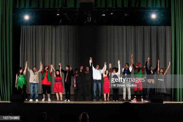 students bowing on high school stage - theatrical performance photos et images de collection