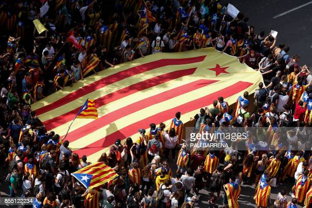Students carry a big Estelada as they march during a proreferendum demonstration called by students on September 28 2017 in Barcelona Thousands of...