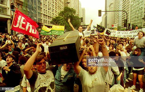 Students carry a coffin 21 August 1992 during a demonstration calling for the impeachment of Brazillian President Fernando Collor de Mello Collor has...