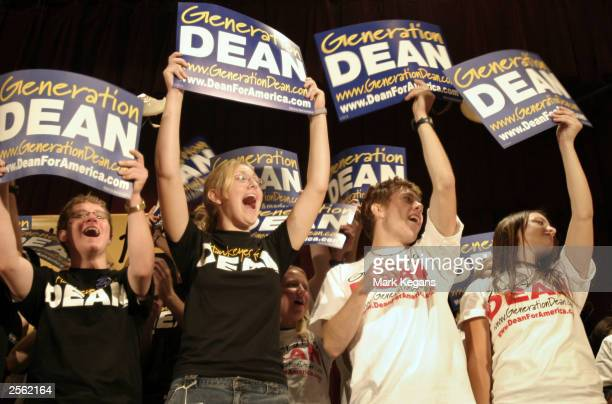 Students cheer the introduction of Democratic presidential candidate Howard Dean during his appearance October 5 2003 at the University of Iowa in...