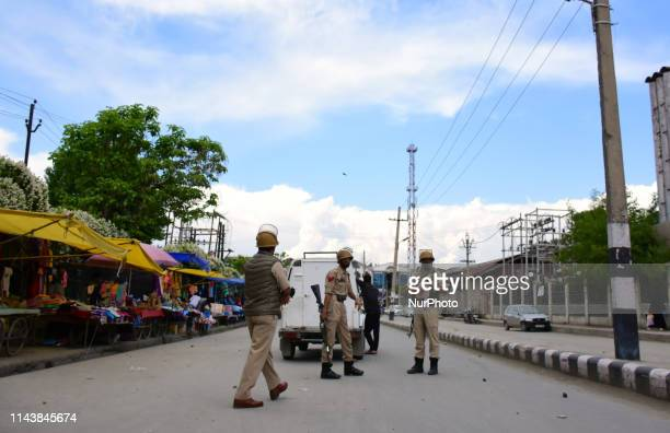 Students clash with Indian Government Forces during protest against the alleged rape of 3 Year old girl at Amar Singh College Srinagar Indian...