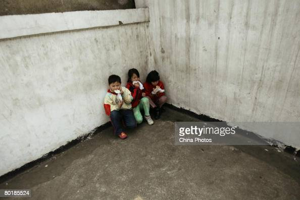 https://media.gettyimages.com/photos/students-crouch-in-a-corner-to-eat-lunch-at-a-migrant-children-school-picture-id80185524?s=594x594