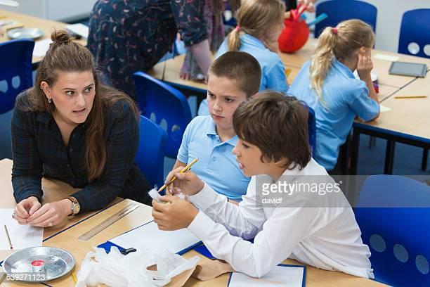 Studenten über Wissenschaft in Class